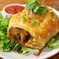 VEGETABLE PASTRY ROLL